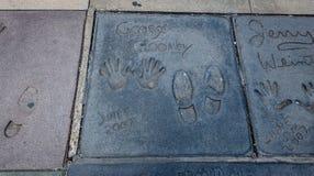 Handprints de George Clooney en Hollywood Boulevard delante del teatro chino - Los Ángeles California, los E.E.U.U. imágenes de archivo libres de regalías