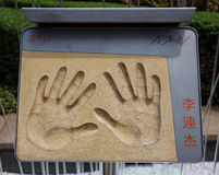 Handprints e assinatura de Jackie Chan Imagem de Stock
