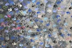 Handprints en Berlin Wall imágenes de archivo libres de regalías