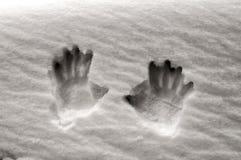 Handprints på snöyttersida arkivfoton