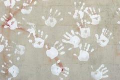 Handprints sulla parete del cemento Fotografia Stock