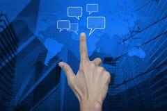Handpunkt till det sociala pratstundtecknet och anförande bubblar över översikt och c Arkivbild