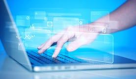 Handrührende Tastatur mit High-Techen Knöpfen Lizenzfreie Stockfotografie