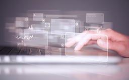 Handrührende Tastatur mit High-Techen Knöpfen Stockfotografie