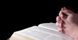 Hands on Bible Royalty Free Stock Photography