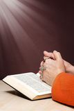 Hands an Bible praying Stock Photos