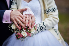 Hands of the bride and groom with rings on a beautiful wedding bouquet Royalty Free Stock Photos
