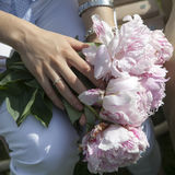 Hands of bride and groom with wedding rings Royalty Free Stock Photos