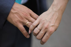 Hands of bride and groom with wedding rings Royalty Free Stock Photography