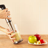 Hands chefs mixed fruit smoothie in blender Royalty Free Stock Photos
