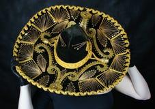 hands den mexikanska sombreroen Arkivbild
