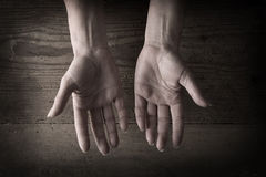 Hands and grainy wood Royalty Free Stock Photography