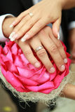 The hands of the groom on wedding bouquet Royalty Free Stock Photography