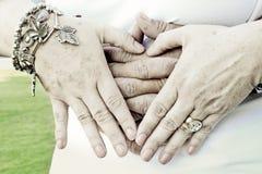 hands hjärtaform Fotografering för Bildbyråer