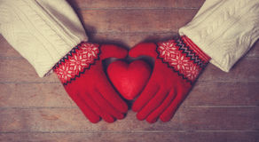 Hands holdin heart toy Royalty Free Stock Photography
