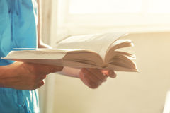 Hands holding book Royalty Free Stock Photos