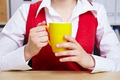 Hands holding cup of coffee Royalty Free Stock Photography