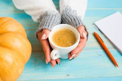 Hands holding cup coffee Royalty Free Stock Photography