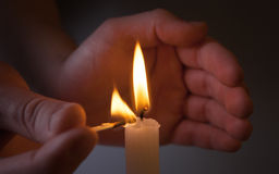 Hands Kindle candle Royalty Free Stock Images