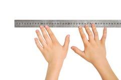 hands linjalen royaltyfria bilder