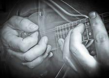 hands mandolinen Arkivbilder