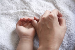 Hands of mother & kid Royalty Free Stock Image