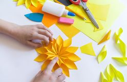 Free Hands Of The Child Makes An Odd Flower Paper Out Of Sunflower. Yellow Plant Summer. The Creative Process Stock Images - 155695454