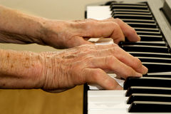 Hands of old piano player Royalty Free Stock Photo