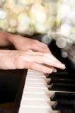 hands pianospelare Arkivfoto