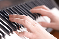 Hands playing music on the piano Royalty Free Stock Photography
