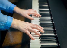 Hands playing the piano Royalty Free Stock Photography