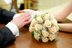 Hands with rings and wedding bouquet Royalty Free Stock Photo
