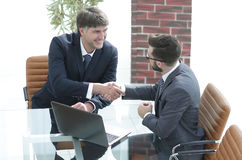 Hands shake between two successful business people Royalty Free Stock Photography