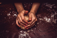 Hands skillfully knead the dough Royalty Free Stock Images