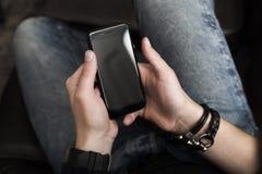 hands smartphone arkivfoto