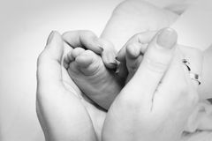 Hands touch child's feet Royalty Free Stock Photography