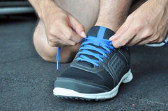 Hands tying sports shoe Royalty Free Stock Photos