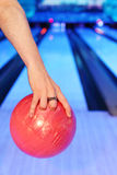 Hands, which prepares to throw in bowling Royalty Free Stock Photography