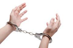 Handschellen auf Händen Stockfotos
