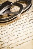 Handschellen auf Konstitution Lizenzfreies Stockbild