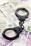 Handschellen auf tschechischem Geld Lizenzfreie Stockbilder