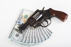 Handschellen, Geld und Gewehr Stockbild