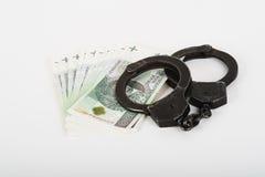 Handschellen, Geld und Polizei Lizenzfreies Stockfoto