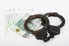 Handschellen, Geld und Polizei Stockfotografie