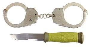 Handschellen und ein Messer Lizenzfreies Stockfoto