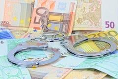 Handschellen und Geld Stockfotografie