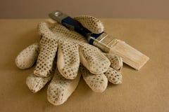 Handschoenen en borstel Royalty-vrije Stock Afbeeldingen