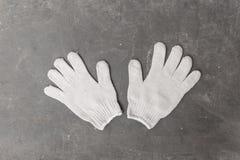 Handschoenen van wit, stof voor gebruik in industriële toepassingen worden gemaakt die stock afbeelding