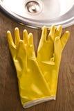 Handschoenen voor wasschotels Stock Afbeelding