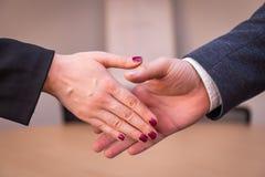 Handschok in het bureau Royalty-vrije Stock Foto